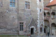 Interno del castello medievale di Corvin fotografia stock