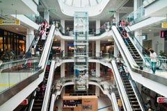 Interno del centro commerciale Fotografia Stock Libera da Diritti