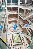 Interno del centro commerciale Immagine Stock