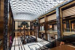 Interno del centro commerciale dei viali nel Kuwait Fotografie Stock Libere da Diritti