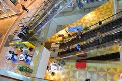Interno del centro commerciale moderno Fotografia Stock Libera da Diritti