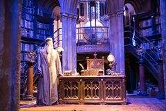 Interno del costume dell'ufficio di Dumbledore e del ` s di professore Decorazione Warner Brothers Studio per il film di Harry Po Immagini Stock