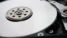 Interno del disco rigido del metallo del colpo esterno del primo piano del disco rigido del computer video d archivio