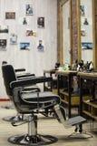 Interno del negozio di barbiere immagine stock libera da diritti