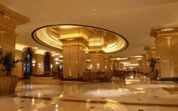 Interno del palazzo degli emirati di stile dorato Fotografia Stock