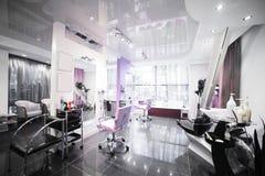 Interno del salone di bellezza moderno fotografie stock libere da diritti