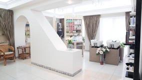 Interno del salone di capelli di lusso di bellezza Fotografie Stock Libere da Diritti