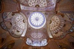 Interno del soffitto della moschea di Sultanahmet (moschea blu) a Costantinopoli, Turchia immagini stock libere da diritti
