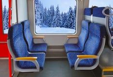 Interno del treno e della foresta di inverno Fotografia Stock Libera da Diritti