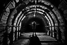 Interno del tunnel nella miniera di carbone abbandonata Fotografia Stock