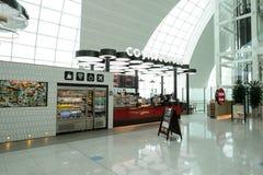 Interno dell'aeroporto di Dubai International Fotografia Stock Libera da Diritti