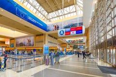 Interno dell'aeroporto di Los Angeles nominato da Tom Bradley Terminale internazionale fotografia stock libera da diritti