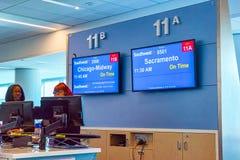 Interno dell'aeroporto di Los Angeles nominato da Tom Bradley Terminale Southwest Airlines fotografia stock