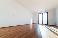Interno dell'appartamento con il pavimento di legno Immagine Stock