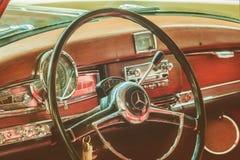 Interno dell'automobile di un'automobile 1955 di serie 300 C di Mercedes-Benz 300 fotografie stock libere da diritti