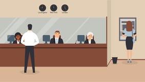 Interno dell'ufficio della Banca: Gli impiegati della Banca si siedono dietro la barriera con vetro, il BANCOMAT o il cash machin royalty illustrazione gratis