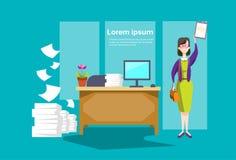 Interno dell'ufficio di affari di segretario Hold Document Contract della donna di affari illustrazione di stock
