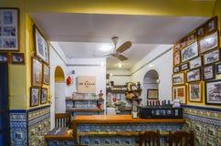Interno della barra di tema dei tapas della tauromachia nel centro storico di Cordova fotografia stock