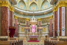 Interno della basilica di St Stephen della chiesa cattolica romana Fotografia Stock