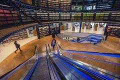 Interno della biblioteca di Birmingham nel Regno Unito fotografia stock