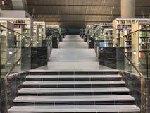 Interno della biblioteca nazionale del Qatar fotografia stock libera da diritti