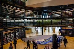 Interno della biblioteca pubblica Fotografie Stock Libere da Diritti
