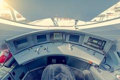 Interno della cabina di pilotaggio del treno ad alta velocità Fotografia Stock