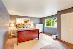 Camera da letto con le pareti blu foto stock - Iscriviti Gratis