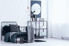 Interno della camera da letto con le stelle d'oro Immagini Stock Libere da Diritti