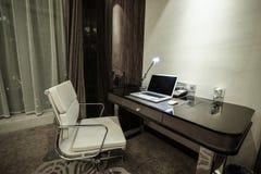 Interno della camera da letto dell'hotel & della casa Immagini Stock Libere da Diritti