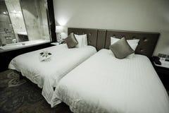 Interno della camera da letto dell'hotel & della casa Immagini Stock