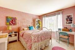 Interno della camera da letto nel colore rosa-chiaro Fotografia Stock Libera da Diritti
