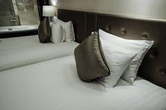 Interno della camera da letto o della camera di albergo Fotografia Stock Libera da Diritti