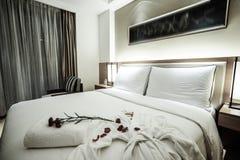 Interno della camera da letto o della camera di albergo Fotografie Stock