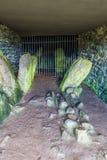 Interno della camera di sepoltura di Barclodiad y Gawres Fotografia Stock