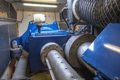 Interno della carcassa della carlinga di un generatore eolico Immagine Stock