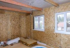 Interno della casa di legno in costruzione Immagine Stock