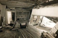 Interno della casa dopo il disastro naturale Immagini Stock