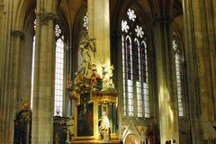 Interno della cattedrale del ` s di Amiens fotografie stock