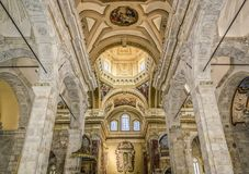 Interno della cattedrale di Santa Maria di Cagliari immagini stock libere da diritti