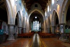 Interno della cattedrale medievale Immagine Stock