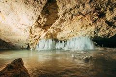 Interno della caverna di ghiaccio di Dachstein immagine stock libera da diritti