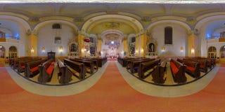 Interno della chiesa cattolica di St Peter in Gherla, Romania fotografie stock