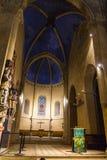 Interno della chiesa che guarda all'altare Immagine Stock Libera da Diritti