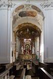 Interno della chiesa con l'altare Immagine Stock Libera da Diritti