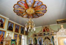 Interno della chiesa ortodossa nel posto della Moldavia Immagini Stock