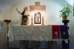 Interno della cripta che segna il luogo di nascita di Sant'Antonio di Lisbona Immagini Stock