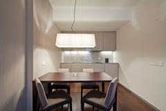 Interno della cucina della serie di hotel fotografie stock