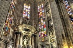 Interno della foto di HDR dei Di famosi Milano del duomo della cattedrale sulla piazza a Milano fotografie stock