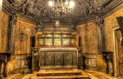 Interno della foto di HDR dei Di famosi Milano del duomo della cattedrale sulla piazza a Milano immagini stock libere da diritti
